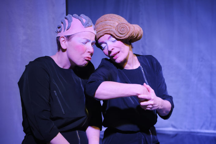 Veronica Kurba och Carina Jingrot i Rapunzel, Teater Barbara