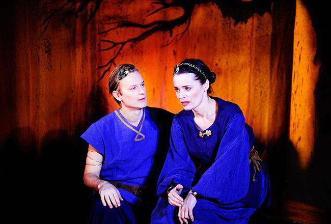 Carina Jingrot i Ragnarök, Teater Barbara